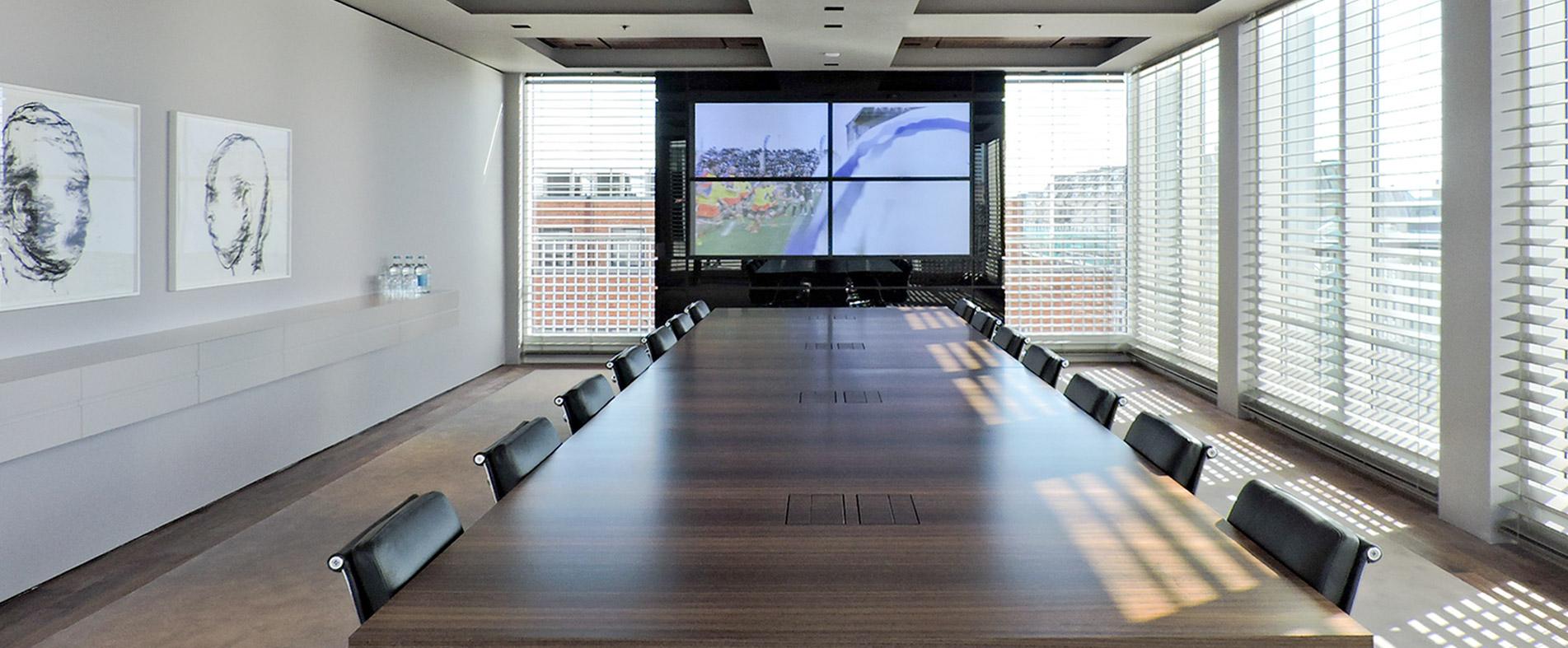 Konferenztisch individuell lt. Entwurf Planungsbüro