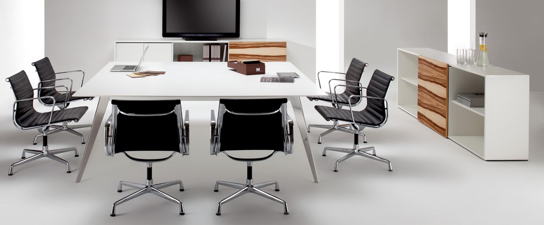 LinieM Konferenztisch mit Sideboard